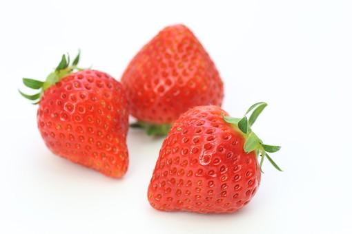 いちご ストロベリー へた あまおう とちおとめ 春 赤 ビタミン 果物 果実 背景 白バック 食べ物 食べる フルーツ 健康 フレッシュ 新鮮 自然 ダイエット 食材 産業 農業 果樹園 美容 苺 イチゴ