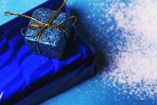 ホワイトデー WhiteDay バレンタインデー クリスマス イベント 記念日 誕生日 プレゼント ギフト ラッピング 包装 リボン 贈り物 粉 水色 キラキラ 光沢 恋人 愛 愛情 カップル 水色 青 白 ブルー 男性 女性 ボックス