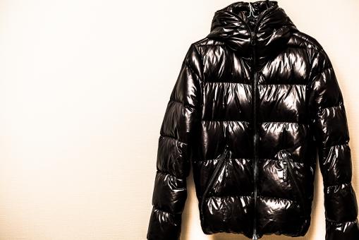 ダウン アウター 服 冬服 冬 寒い 防寒具 防寒 おしゃれ ジャケット ジャンパー かっこいい チャック 暖かい ツヤ テカり 洋服 衣替え 雪 越冬 ウィンター