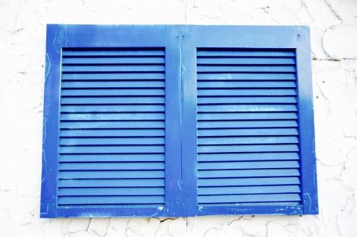 窓 まど マド ウィンドウ window 青 あお ブルー Blue 白 しろ ホワイト White 壁 塗 塗装 窓枠 ブラインド ペンキ 家 部屋 室内 室外