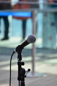 マイク マイクロフォン ボーカルマイク マイクスタンド 音響装置 音楽 ステージ 野外 コンサート ライブ会場