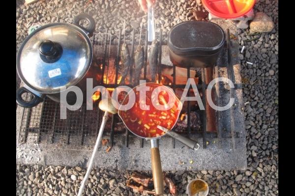 キャンプの朝ごはんの写真