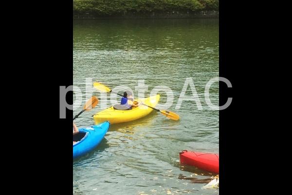 カヌーをする子供の写真