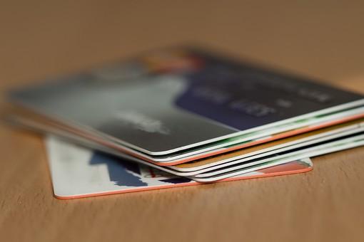 クレジットカード プラスチックマネー クレディットカード 買物 ショッピング 会計 支払 出費 スマート 現金不要 引落し 銀行 財布 リボ払い ICチップ ポイント 複数枚 全国共通 世界共通 ブラックカード 上限  キャッシング ローン 学生 社会人 本人確認 カード審査 カード番号 法人カード コーポレートカード ビジネスカード ビザ アメリカンエキスプレス JCB マスターカード 重ねる