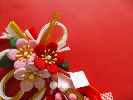 年賀状 年賀 背景 2017年 1月 3月 水引 和風 飾り 赤 装飾 金色 紅白 日本 文化 赤い花 ピンクの花 桜 梅の花 和柄 正月飾り しめ縄 正月 華やか お祝い