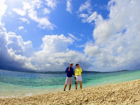 西表島沖の珊瑚でできた幻の浜での写真