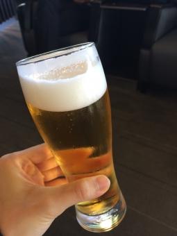 ビール ビールグラス 朝日 beer glass 泡 foam bubble 乾杯 忘年会 歓迎会 cheers 送別会 ラウンジ 一杯 year-end party welcome farewell 日本 夏 summer