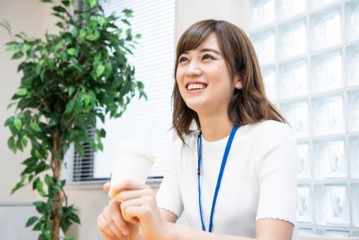 オフィスの女性社員12の写真