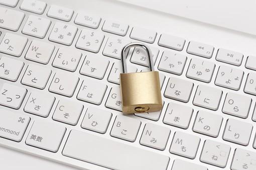 PC パソコン ノートパソコン  錠前 ロック 鍵 カギ キー セキュリティ 保護 守る ネット犯罪 なりすまし 漏えい 個人情報 インターネット パスワード キーボード ビジネス プライベート 仕事 安全 対策 ウイルス プライバシー