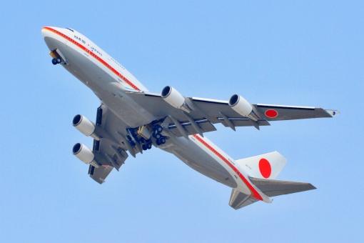 日本国 軍用機 政府専用機 政治 首相 総理大臣 外交 国際 離陸 飛行機 ボーイング 747-400 B747 ジャンボジェット ジェット機 ジャンボ機 自衛隊 航空自衛隊 千歳基地 航空祭 日の丸 Boeing