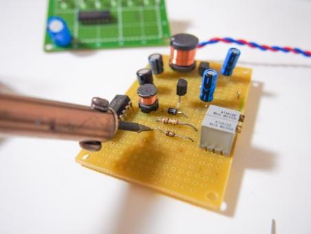 電気 エレキ 基盤 はんだ コテ 導線 LED ロボット コイル コンデンサ トランジスタ 配線 導線 ものづくり 工作 コンピュータ デジタル アナログ 抵抗 ロボット 鉛