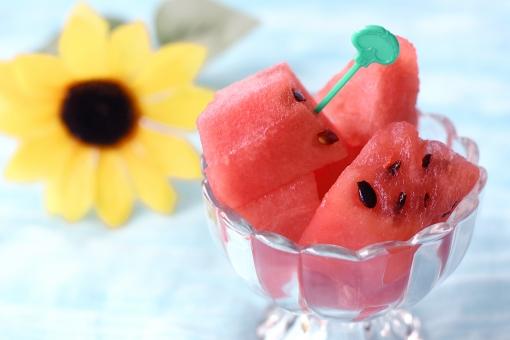 果物 食べ物 フルーツ 夏 すいか スイカ 西瓜 ひまわり 向日葵 季節 夏休み サマー summer 赤 涼しげ 涼しい