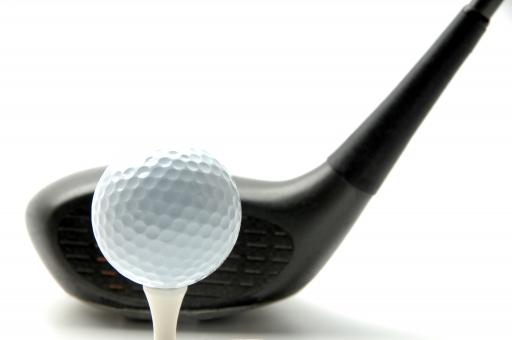 ゴルフ ボール ゴルフボール クラブ ゴルフクラブ ドライバー スポーツ レジャー ラウンド 打つ ファー ホールインワン 趣味 接待 ビジネス ビジネスマン ライフスタイル 飛ばす 白バック 白背景