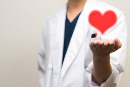 誠意 ドクター 白衣 精神 ピンク 心臓 真心 男性 ハート 想い 手 守る 命 生命 安全 安心感 愛 赤 診察 診察 ラブ 病院 病気 クリニック 患者 見舞い
