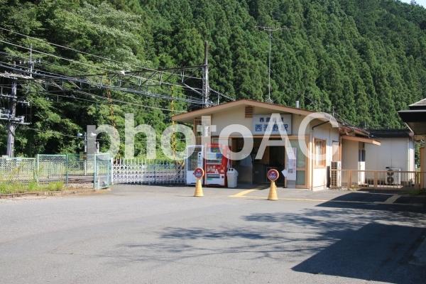 西吾野駅舎の写真