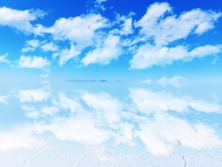 水面 海面 湖面 青 ブルー 海 鏡 鏡面 無人 夏 夏休み 屋外 野外 風景 自然 山 雲 晴天 青天 青空 空 湖 白 光 青春 背景 背景素材 バック バックグラウンド テクスチャー テクスチャ 癒し いやし ヒーリング スピリチュアル 水 海水 海洋 マリンブルー 背景デザイン 無風 雨季 雨期 写る 映る 反射 幻想 幻想的 夢 ファンタジー メルヘン 塩 塩湖 ウユニ ウユニ塩湖 ボリビア 南米 旅行 世界 世界旅行 世界一周 ツアー ワーキングホリデー ホリデー
