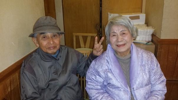男 男性 人物 日本人 笑顔 女性 健康 恋人 健康管理 家族 大人 表情 夫婦 カップル 2人 シニア 老人 笑う 管理 高齢者 ハート 愛 好き love ラブ 愛情 恋愛 人 幸福 結婚 介護 気持ち 幸せ 恋 東洋人 アジア人 二 70代 楽しさ 好意 屋内で 座ります