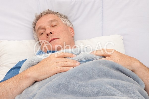 ベッドの中の老人3の写真