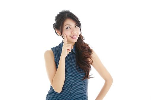 モデル 人物 日本人 日本 女性 女 女子 大人 20代 30代 ロングヘア 手 ハンド 笑顔 スマイル 笑う 微笑む えがお 微笑み わらう 綺麗 きれい 可愛い あっかんぺー アッカンベー 人差し指 ポーズ お茶目 おちゃめ 白バック 白背景 mdjf019