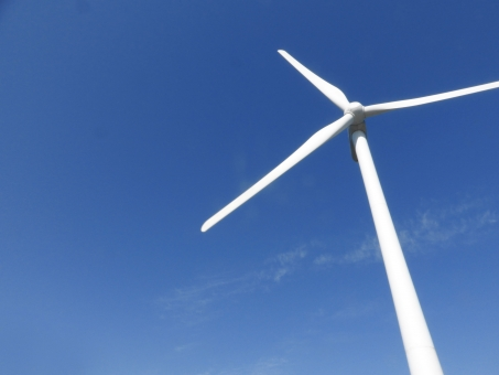 風車 風力発電 風力発電機 発電機 省エネルギー 省エネ 電気 エコ エコロジー 環境 風力発電所 新エネルギー 自然環境 環境問題 プロペラ 羽根 ウインドファーム 青空 空 青色 青 大空 スカイブルー 晴れ 快晴 クリーンエネルギー 電力 風力 風力エネルギー エネルギー