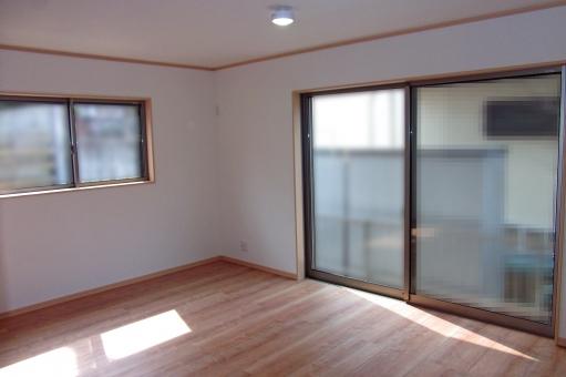 住宅 リビング リビングルーム 部屋 内装 インテリア 住居 新築 物件 家屋 家 フローリング サッシ 窓 壁 風景 景色 建物 建造物 建築 建築物 陽だまり 陽ざし 陽光