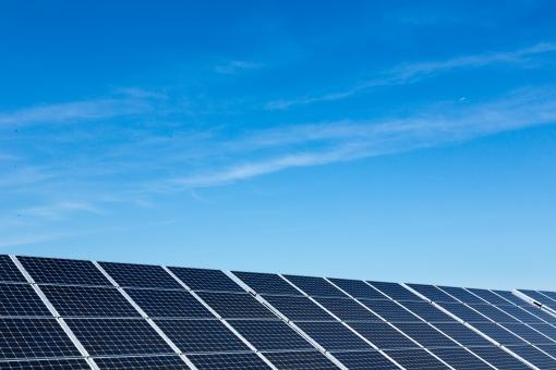 太陽光 太陽光発電 発電 ソーラーパネル パネル ソーラーパワー メガソーラー 再生可能エネルギー 電気 青空 空 晴れ エネルギー エレクトリック パワー 光 装置 快晴 スカイ ブルースカイ