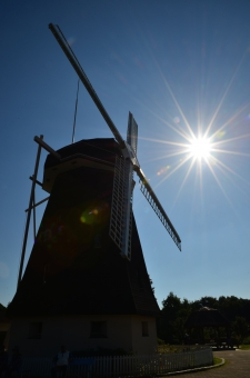 鶴見緑地 花博記念公園 大阪 鶴見区 風車 風車の丘 シルエット 太陽光 陽光 太陽 逆光
