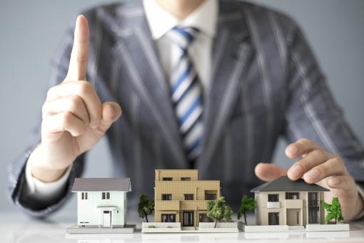 住宅 販売 ビジネスマンの写真