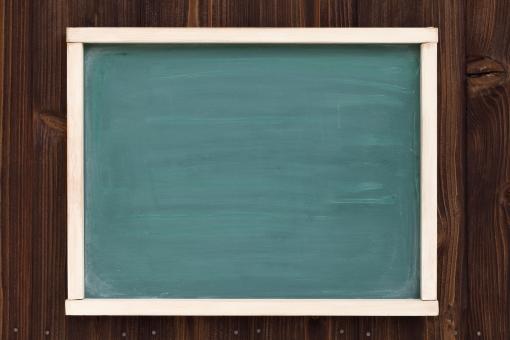 看板 黒板 メニュー 広告 お知らせ 情報 案内 インフォメーション 案内板 伝言板 伝言 ボード メッセージ 告知 コミュニケーション フレーム 緑色 メッセージボード 壁 知らせる 枠 古い 木材 木製 緑 空白 余白 空間 コピースペース 木 木目 板 額縁 額 背景 バックグラウンド レトロ アップ スペース 板壁 壁面 外壁 人物なし 無人 汚れ 汚れた 日本 屋外 黒 掛ける