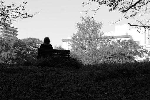 会社員 社会人 人物 悩む 座る 休憩 一休み 女 女性 失敗 休日 外出 主婦 眺める 後ろ姿 背中 屋外 空 疲れ 公園 木 ベンチ 休む 疲労 患者 悩み 待ち合わせ 待つ 待ちぼうけ 哀愁 散歩 散策 木陰 休息 考える 人 癒し 冬 落ち着き 街並み 絶望 悲嘆 悲しみ 泣く 落ち込む 辛い 白黒 モノクロ シルエット 影 暗い 日陰 一人 黄昏 たそがれ 陰影 独身 気持ち ノスタルジック 1人 影絵 孤独 ぼんやり 虐待 別れ 退屈 寂しい 現実逃避 一人ぼっち 面影 不安 憂鬱 独り ひとり 郷愁 アンニュイ 悲しい 別れる センチメンタル 病人 心配 木枯らし 不安定 落胆 出かける 自殺 いじめ 虐め 孤立 切ない 安らぐ ネガティブ 疲れる 後悔 物思い 失望 思う 思い悩む 嘆く 別れ話 離婚 休養 失恋 ひとりぼっち メンタル ひとやすみ 貧困 貧乏 自分探し 悲観 悲壮感 めそめそ 離職 メンタルヘルス 無職 退職 悩ましい 物憂い 鬱 暗い気持ち 家出 落ち込み 悲痛 精神病 うつ病 切なさ うつ 破局 ホームレス 離別 心境 弱気 恋しい 専業主婦 クビ 鬱病 死別 悲観的 自己嫌悪 物寂しい 孤独死 惨め 介護疲れ 低所得 休職 切実 恋しさ メソメソ