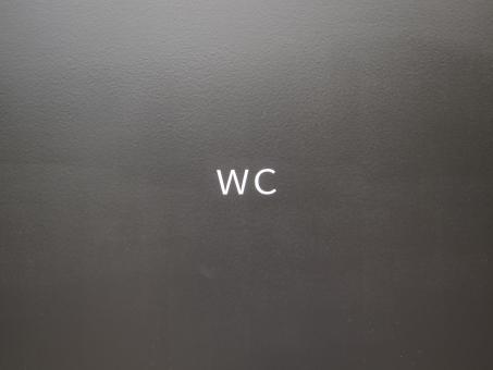トイレ 化粧室 便所 厠 お手洗い WC 黒バック 黒背景 素材 看板 案内 案内板 ボード 壁 かべ 文字 アルファベット ボード 背景 白文字