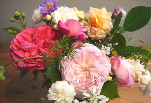 バラ ばら 薔薇 カーネーション 花束 記念日 幸せ 優しい 花 ピンク ローズ アンティーク プレゼント ブーケ キラキラ アンティークローズ 母の日 誕生日 可愛い 素材 白 春 初夏 夏 風景 おめでとう 爽やか happy birthday 自然 ナチュラル 光