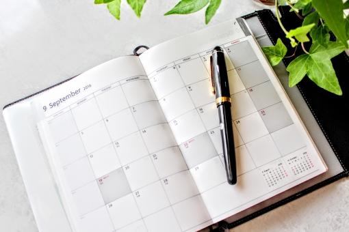 手帳 ペン ボールペン 万年筆 スケジュール帳 スケジュール 管理 アイビー 緑 葉 植物 自然 デスク オフィス 自宅 テーブル 9月 予定 予定表 カレンダー 仕事