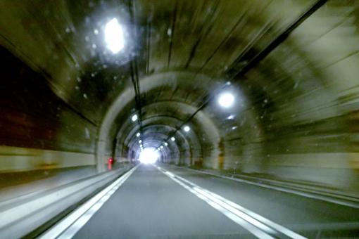 とんねる トンネル tunnel スピード speed 走る run 速い 速度 車 はしる