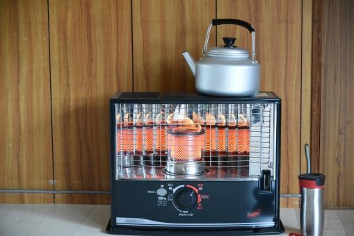 ストーブ 灯油ストーブ やかん 石油 暖房 暖かい 冬 お湯を沸かす 田舎 暖をとる