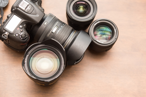 一眼レフ レンズ カメラ デジカメカメラ 趣味 仕事 カメラマン プロ 撮る 写真 写す イベント ポートレート 風景 機械 プリント 光 ガラス 高価 スクープ ニュース 報道 シャッター ショット
