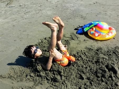 海水浴 砂風呂 砂浜 砂遊び ゴーグル 浮き輪 夏 夏休み 子供 子ども 5歳 6歳 幼児 小学生 少年 男の子 ビーチ