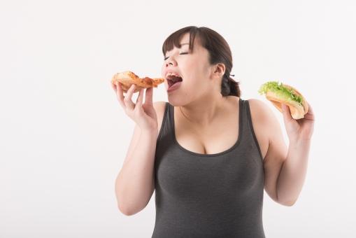 日本人 女性 ぽっちゃり 肥満 ダイエット 痩せる 痩せたい 目標 ビフォー アフター 太っている 太り気味 メタボ メタボリックシンドローム 脂肪 体系 ボディー 白バック 白背景 食べ物 食事 ファストフード ハンバーガー ピザ カロリー 誘惑 食べる 食べている おいしい 我慢できない 正面 口を開ける 満足 mdjf020