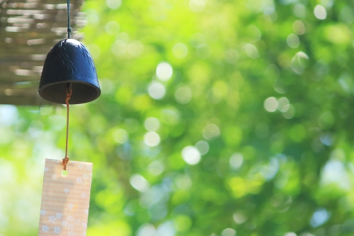 ある夏の日と風鈴 横の写真
