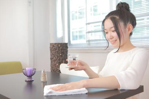 カフェ 喫茶店 コーヒーショップ パーラー  茶房 カフェテリア 飲食店 レストラン 人物 女性 女子 若い 若者 店員 スタッフ 従業員 職員 仕事 労働 バイト 社員 フリーター 接客 サービス もてなし 日本人  mdjf026