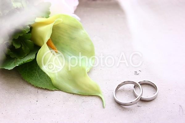 重なる指輪2の写真