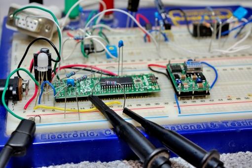開発 マイコン マイクロコンピュータ LED 発光ダイオード ブレッドボード 背景 テクスチャー シンクロ プローブ