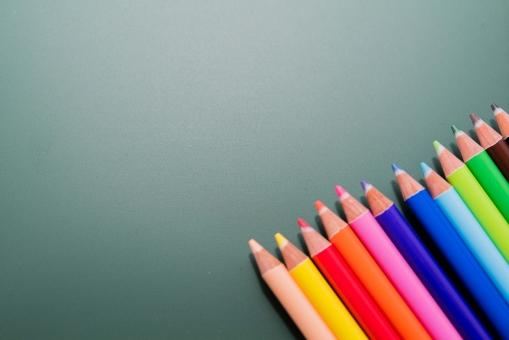 色えんぴつ カラフル 筆記用具 色鉛筆 カラー 黒板 絵 キャンパス キャンバス 塗る 塗り絵 ピクチャー レインボー 美術 芸術 絵画 アーティスト アート 学校 小学校 学生 生徒