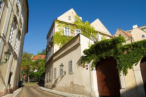 外国風景 外国 海外 チェコ チェコの町並み 中欧 東欧 欧州 ヨーロッパ   観光地 旅行 観光  風景 景色 名所 町並み  チェコ共和国 ボヘミアン 教会 プラハ 世界遺産 世界遺産プラハの歴史地区 旧市街 文化遺産 建物 建造物 路地 路