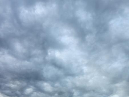 くもり 曇り 雲 雨 雨雲 梅雨 台風 クラウド クラウディ グレー 灰 空 天気 不安 雲行き テクスチャ 青 ブルー 銀 シルバー 背景 大気 汚染 拡大 煙