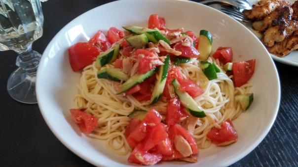 食事 手作り 夏 夏野菜 トマト きゅうり キュウリ とまと カッペリーニ パスタ 冷製 冷たい おいしい 美味しい ごちそう ご馳走 パーティー カラフル ヘルシー