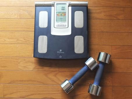 健康 ダイエット ダンベル デジタル体重計 肥満 肥満度 ダンベルダイエット 筋肉 脂肪 皮下脂肪 中性脂肪 体重計 健康管理 体重管理 メタボ 鉄アレイ 筋肉質 体質改善