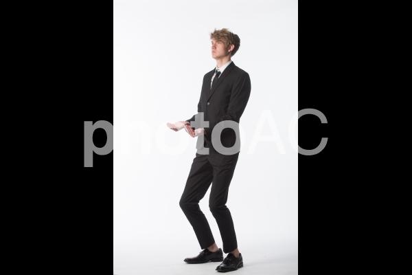 ポーズを取る男性8の写真