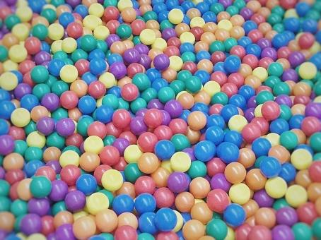 カラフル ボール テクスチャ 背景 赤 青 紫 黄色 オレンジ色 緑 模様 ポップ 色褪せ バック ボールプール ツブツブ colorful ball texture back red blue purple yellow pop fleck faded