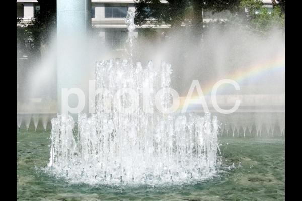 噴水と虹の写真